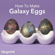 DIY Galaxy Eggs: Ditch the dye and make these out-of-this-world decorative Easter eggs with a little paint and a toothbr Easter Crafts For Kids, Easter Decor, Easter Ideas, Easter Centerpiece, Easter Table, Easter Party, Bunny Crafts, Easter Gift, Easter Recipes
