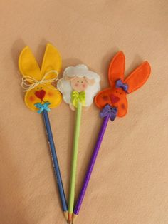 Aren't these little pencil toppers adorable? My Littles would love them. Easter Crafts, Felt Crafts, Diy And Crafts, Crafts For Kids, Arts And Crafts, Fuzzy Felt, Rabbit Crafts, Felt Bookmark, Pencil Toppers