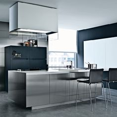 Lacquered wooden kitchen TWELVE by Varenna by Poliform | design Carlo Colombo