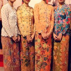 Kebaya Lace, Kebaya Brokat, Batik Kebaya, Kebaya Dress, Batik Dress, Kimono, Traditional Fashion, Traditional Dresses, Indonesian Kebaya