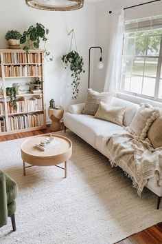 Cute Living Room, Boho Living Room, Home And Living, Bookshelf Living Room, Living Room With Plants, Living Spaces, Living Room Ideas, Earthy Living Room, Living Room Natural Decor