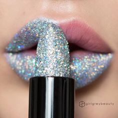"""This """"lipstick"""" is next level 😳 by @girlgreybeauty  _ _ Don't forget to follow @artsy_charm_ use #charmingart for a chance to be featured! _ _ _ #makeup #lips #Instagram #logo #new #old #instagramlogo #lipart #art #experiment #artsy #art_help #arts_mag #art_assist #art_empire #art_motive #art_gallery #art_spotlight #art_collective #worldofartists #worldofpencils #sparkly #silver"""