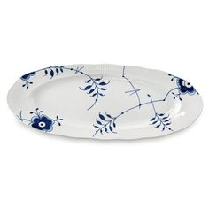 Buy Blue Fluted Mega Fish Platter from Royal Copenhagen. Blue Fluted Mega is both comfortingly familiar and surprisingly refreshing. Royal Copenhagen, Copenhagen Design, Fish Platter, Blue And White China, Pottery Plates, Young Designers, Scandi Style, Old Art, Fine Porcelain