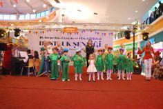 4.Türk, Rus ve Ukrayna Kültürleri Dostluk Şenliği Başladı… Antalya'nın en büyük outlet alışveriş merkezi Deepo Outlet Center, bu yıl 4.'sünü düzenlediği Türk, Rus ve Ukrayna Kültürleri Dostluk Şenliği'ni muhteşem bir organizasyonla başlattı. Rusya, Türkiye ve Ukrayna halkları arasında ulusal, kültürel ve aile geleneklerinin güçlendirilmesi amaçlanan Dostluk Şenliği 05 Aralık tarihine kadar sürecek. Şenlikte her gün birbirinden farklı etkinlik yer alacak.