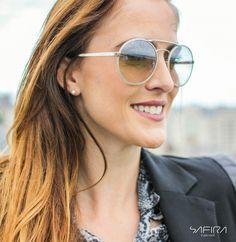 O modelo da Prada arredondado é perfeito para quem gosta de lentes mais  claras e combinam com qualquer ocasião. REF  1747754  Safira  SafiraOnline  ... 254adcdbea