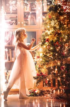 Christmass waiting by Aleksie on DeviantArt Merry Christmas To All, The Night Before Christmas, Noel Christmas, Pink Christmas, Christmas Photos, Beautiful Christmas, Winter Christmas, All Things Christmas, Christmas Lights