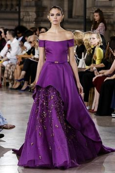 George Hobeika Couture Collection, Fall Winter 2016 Fashion Show in Paris Purple Gowns, Purple Outfits, Couture Fashion, Runway Fashion, Fashion Show, Live Fashion, Fashion News, Gala Dresses, Nice Dresses