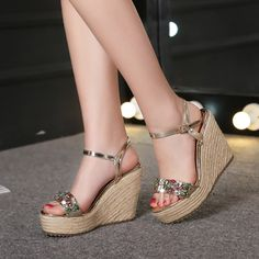 47.81$  Watch more here - http://aiuyl.worlditems.win/all/product.php?id=32667902464 - 2016 New Fashion Summer Luxury Platform Wedge Sandals Women's Small Size Designer Golden High Heels Shoes Online Good Quality