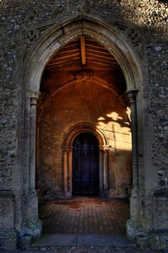Moving from larger to more intimate, from darkness to light... archetypal use of architecture. Famous Castles, Tore, Medieval Times, Middle Ages, Medieval Door, Old Doors, Windows And Doors, Entry Doors, Entryway