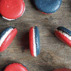 """God tirsdag alle sammen! Her komme en litt morsom 17. mai """"kake"""".. Når du skal lage makroner så er det... Candy, Baking, Sweet, Desserts, Bread Making, Toffee, Patisserie, Candy Notes, Backen"""