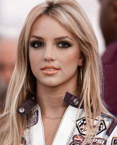 Britney Spears Photos, Britney Jean, Iconic Women, Pretty Eyes, Female Singers, Vintage Beauty, 90s Fashion, New Hair, Pretty Woman