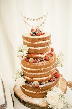 Naked Cake Bunting Berries Flowers Blooms Log Stand Scottish Beach Wedding http://www.kat-hill.com/