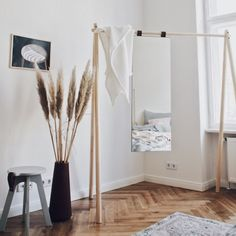 Example of Berlin Altbau styling Interior by Salty Interiors. Ellinor Belven and Annetta Kristjansdottir answer our questions in the design talk. Pine Wardrobe, Home Interior, Interior Design, Old Sofa, Turbulence Deco, Wooden Sofa, Minimal Decor, Wardrobe Design, Interior Stylist