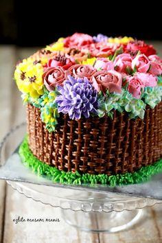 Assalamualaikum   Minggu ni ita sempat menyiapkan 2 biji kek yang penuh dengan bunga. Satu kek adalah untuk majlis perkhawinan dan ...