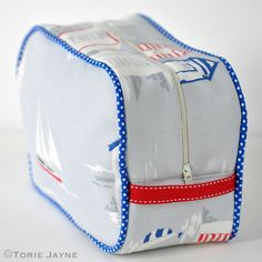 Beach huts wash bag sewing tutorial with free pattern