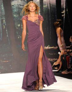 Vestido de fiesta de Badgley Mischka #vestido #boda.Like the color!