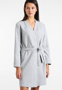 This is a ladies light baby pink lightweight kimono robe ideal for summer  or during wedding 83a958088