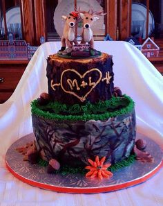 Deer+Camo+Wedding+Cake