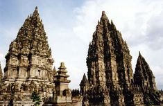 Travel Guide to Beautiful Indonesia: Prambanan, the Most Beautiful Hindu Temple in the World Temple Architecture, Borobudur, Hindu Temple, Beautiful Places To Travel, World Heritage Sites, Travel Around The World, Travel Pictures, Spaces, Central Building