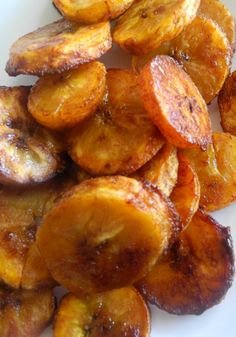 Sweet Caramel Cinnamon Baked Plantains - Ripe plantains tossed in coconut oil and baked with cinnamon, coconut sugar, and salt. Sweets Recipes, Fruit Recipes, Snack Recipes, Cooking Recipes, Potluck Recipes, Vegetable Recipes, Paleo Recipes, How To Cook Plantains, Baked Plantains
