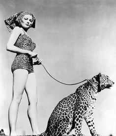 Hollywood publicity photo of actress Gene Tierney wearing leopard-print swimsuit holding a leopard on a leash, 1954 Vintage Glamour, Retro Vintage, Retro Art, Image Chat, Gene Tierney, Black And White Design, Leopards, Actress Photos, Old Hollywood