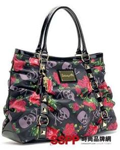 A Betsey Johnson bag with skulls. I would love this bag! Luxury Handbags, Fashion Handbags, Purses And Handbags, Belt Purse, Tote Purse, Skull Purse, Betsey Johnson Handbags, Hello Kitty Bag, Rocker Girl