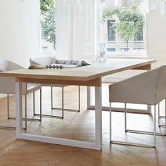Eettafel met een wit gespoten frame en strak eiken blad eettafels pinterest - Moderne eettafels ...