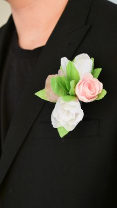 White Boutonniere, Groomsmen Boutonniere, Wedding Gifts For Groomsmen, Groomsman Gifts, Prom Flowers, Felt Flowers, Button Holes Wedding, Groom Accessories, Paper Roses