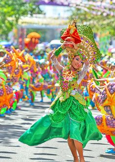 CEBÚ* As one of the grandest festivals in the Philippines, Cebu's Sinulog Festival is an absolute must-do and must-see! Voyage Philippines, Visit Philippines, Philippines Culture, Philippines Travel, Philippines People, Manila Philippines, Quezon City, Sinulog Festival, World Festival