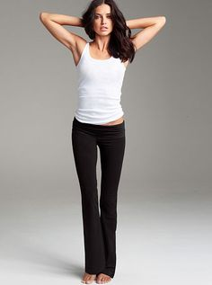I live in yoga pants. and YES I actually do yoga too Yoga Girls, Adriana Lima, Pilates, Yoga Mode, Yoga Fashion, Fitness Fashion, Yoga Wear, Sexy Bra, Workout Wear