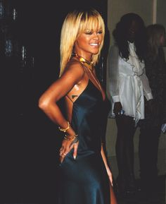 Ri, you look smokin'! Rihanna Blonde Hair, Rihanna Hair Color, Rihanna Style, Rihanna Thick, Best Of Rihanna, Rihanna Looks, Vanessa Hudgens Body, Young Rihanna, Blonde Hair With Fringe