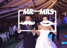Marco para crear fotografías originales. Ideal para bodas, aniversarios, fiestas, etc. Material: Madera