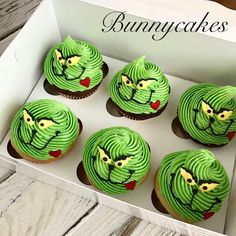 christmas cupcakes christmas 2020 Grinch cupcakes made by Bunnycakes christmas grinch grinchmas merrychristmas merrygrinchmas cupcakes christmascupcakes whoville Grinch Christmas Decorations, Christmas Cupcakes Decoration, Grinch Christmas Party, Grinch Party, Christmas Snacks, Xmas Food, Christmas Cooking, Christmas Goodies, Grinch Cake