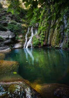 Cisterna Waterfall, Bolognano (Pescara), Majella National Park, Abruzzo, Italy www.mediteranique.com/hotels-italy/abruzzo/