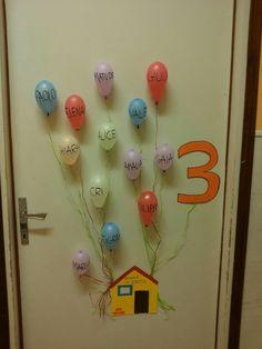 Primo giorno di scuola. Un'idea per dare il benvenuto ai bimbi. Come decorare la porta d'ingresso!!! Grande maestra elisa
