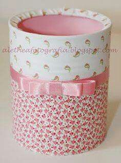 Latas decoradas Home Crafts, Diy And Crafts, Crafts For Kids, Arts And Crafts, Paper Crafts, Pot A Crayon, Recycle Cans, Tin Can Crafts, Bottles And Jars