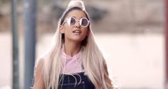 """Assista ao clipe de """"Faith"""", parceria de Stevie Wonder e Ariana Grande #ArianaGrande, #Clipe, #Filme, #Hoje, #Mundo, #Noticias, #QUem, #Teatro, #Youtube http://popzone.tv/2016/12/assista-ao-clipe-de-faith-parceria-de-stevie-wonder-e-ariana-grande.html"""