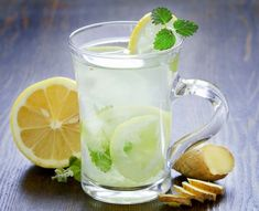 Cleanse Your Body Naturally with Detox Foods, Drinks and Bath - Timeshood Lemonade Tea Recipe, Healthy Lemonade, Green Tea Lemonade, Basil Lemonade, Healthy Drinks, Lemonade Drink, Honey Lemonade, Healthy Snacks, Bebidas Detox