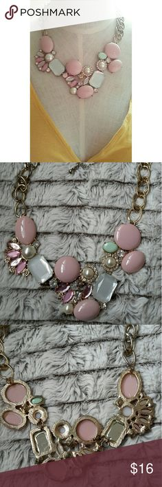 Pink Pearl Bib Necklace Gorgeous necklace. Has light fading around chain. Questions are welcomed. Jewelry Necklaces