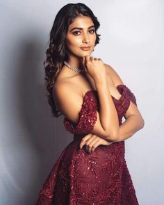 Pooja hegde actress beauty image gallery cute and hot and bollywood item Indian model unseen latest very beautiful and sexy wedding selfie n. Indian Actress Photos, Indian Bollywood Actress, Beautiful Indian Actress, Indian Actresses, Hot Actresses, Beautiful Girl Image, Gorgeous Women, Bollywood Designer Sarees, Indian Beauty Saree