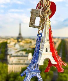 La imagen puede contener: sky and outdoor endettement. Paris France, Francia Paris, Rio Sena, Paris Torre Eiffel, France Eiffel Tower, Paris Wallpaper, I Love Paris, From Paris With Love, Paris Pictures