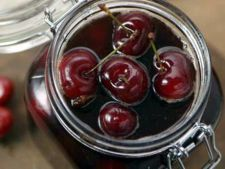 BBC - Food - Recipes : Port-preserved cherries with cinnamon and orange Lemon Recipes, Fruit Recipes, Dessert Recipes, Vegan Sweets, Vegan Desserts, Sour Taste, Vegan Christmas, Vegan Ice Cream, Sweet Sauce
