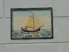 our house front with plaque in remembrance of the fishermen's origin.