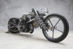 http://de.autoblog.com/photos/essen-motor-show-extrem-custom-bikes-and-hot-rods/1637012/