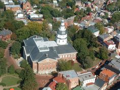 With the Maryland State house at its center, State Circle is home to the highest concentration of 18th century buildings in the country, now housing a variety of retail shops, antique stores, and more.