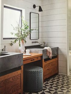 Rustic Modern Bathroom Designs Dreaming of a modern mountain home or rustic and refined farmhouse? Here are Rustic Modern Bathroom Designs that are sure to inspire! Modern Bathroom Design, Bathroom Remodel Master, Shiplap Bathroom, Amazing Bathrooms, Farmhouse Bathroom Vanity, Modern Bathroom Remodel, Rustic Modern Bathroom, Cottage Bathroom, Bathroom Design
