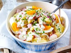 Kartoffel-Eiersalat mit Radieschen und Schinkenwürfeln Our popular recipe for potato egg salad with radishes and ham cubes and over more free recipes on LECKER. Ham Recipes, Potato Recipes, Salad Recipes, Potato Salad With Egg, Egg Salad, Chicory Salad, Cookout Side Dishes, Different Vegetables, Popular Recipes