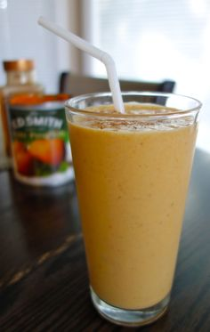 Delicious, healthy and refreshing Pumpkin Pie Spice smoothie Barre Body, Barre Workout, Pumpkin Pie Spice, I Foods, Glass Of Milk, Eat, Cooking, Healthy, Smoothie