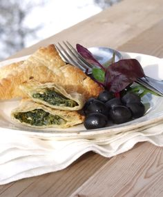 Samosa - eller minipaier med spinat- og fetafyll
