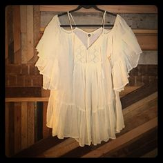 ROXY beach cover up white BOHO beach cover up. NWT. sleeves fall off shoulders Roxy Swim Coverups